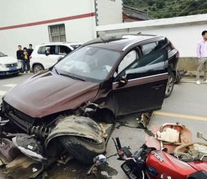 小汽车的溃缩吸能是如何降低对车内人员伤害?